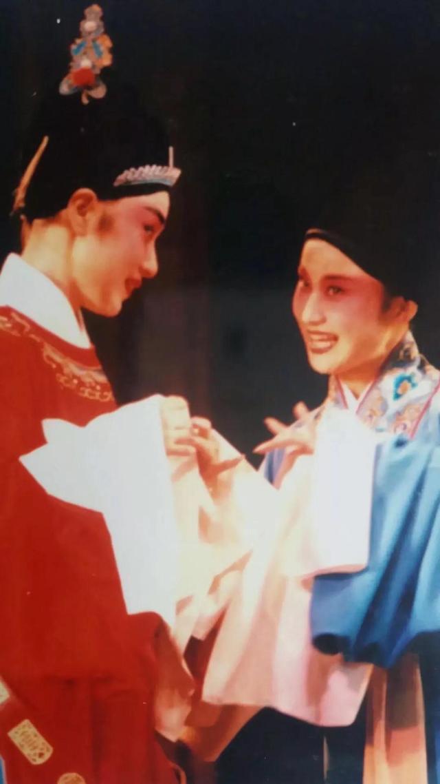 刘卫丽与马兰同台演岀《女驸马》剧照