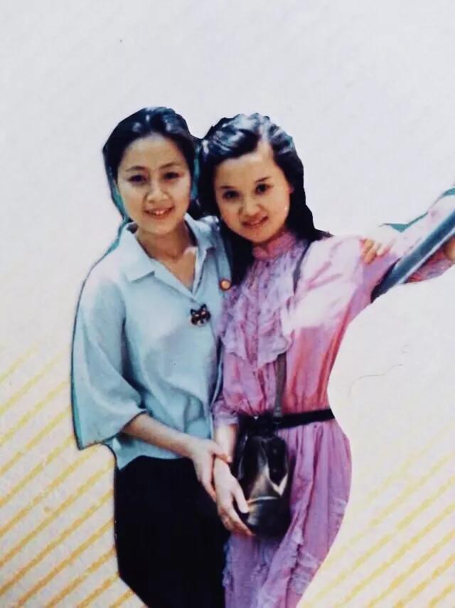 安徽省黄梅戏剧院原小梅花剧团团长刘卫丽与马兰生活合影