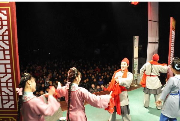 安徽怀宁县黄梅戏剧团演出照2